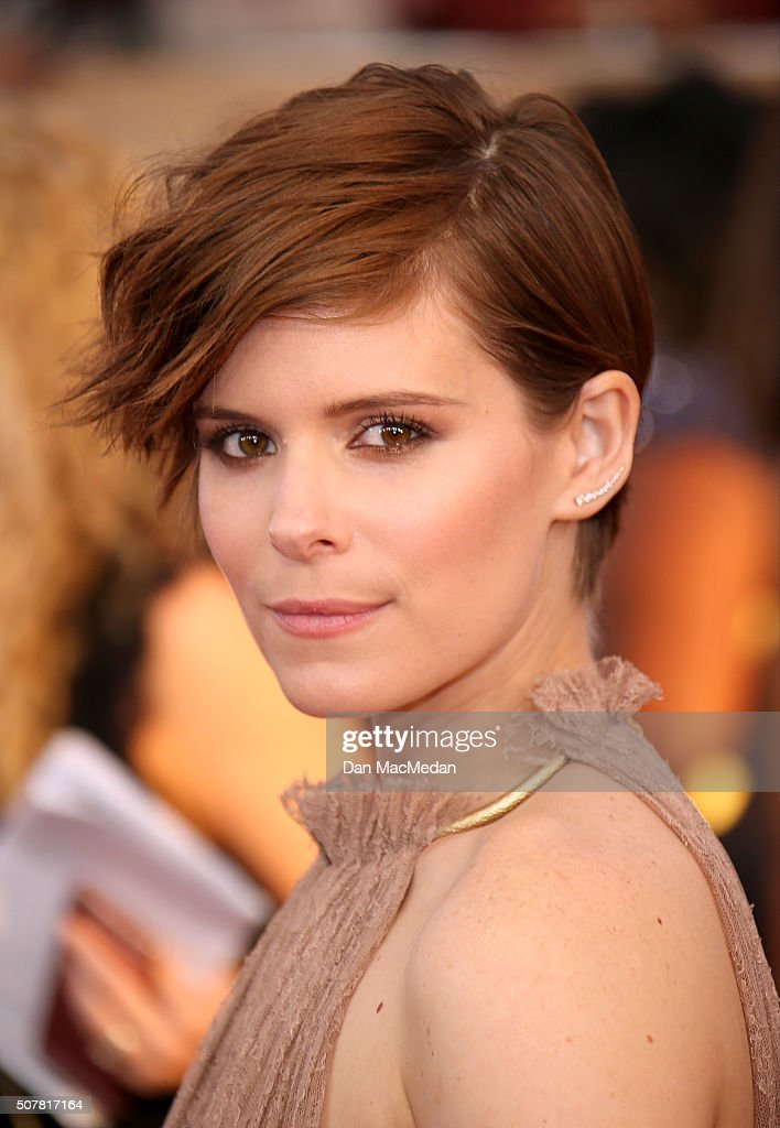 Actress <a gi-track='captionPersonalityLinkClicked' href=/galleries/search?phrase=Kate+Mara&family=editorial&specificpeople=544680 ng-click='$event.stopPropagation()'>Kate Mara</a> attends the 22nd Annual Screen Actors Guild Awards at The Shrine Auditorium on January 30, 2016 in Los Angeles, California.