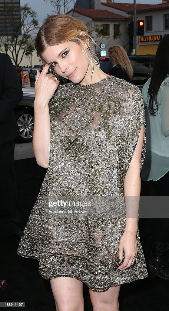 Actress Kate Mara attends the Premiere of Warner Bros. Pictures and Alcon Entertainment's 'Transcedence' at the Regency Village Theatre on April 10, 2014 in Westwood, California.