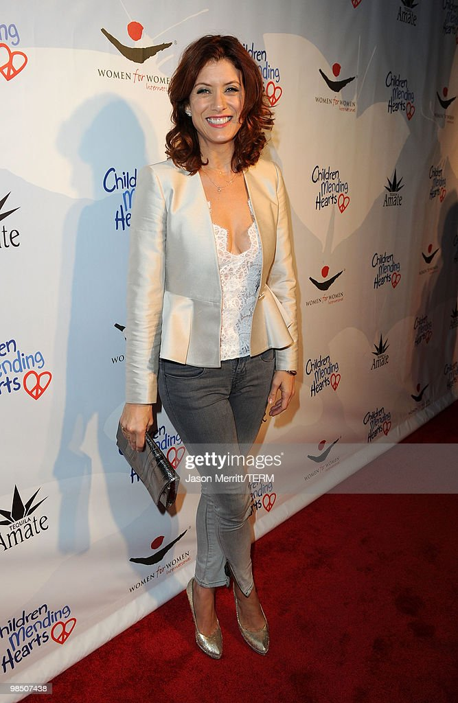 Actress Kate Walsh arrives at the Children Mending Hearts 3rd Annual 'Peace Please' Gala held at The Music Box at the Fonda Hollywood on April 16, 2010 in Los Angeles, California.