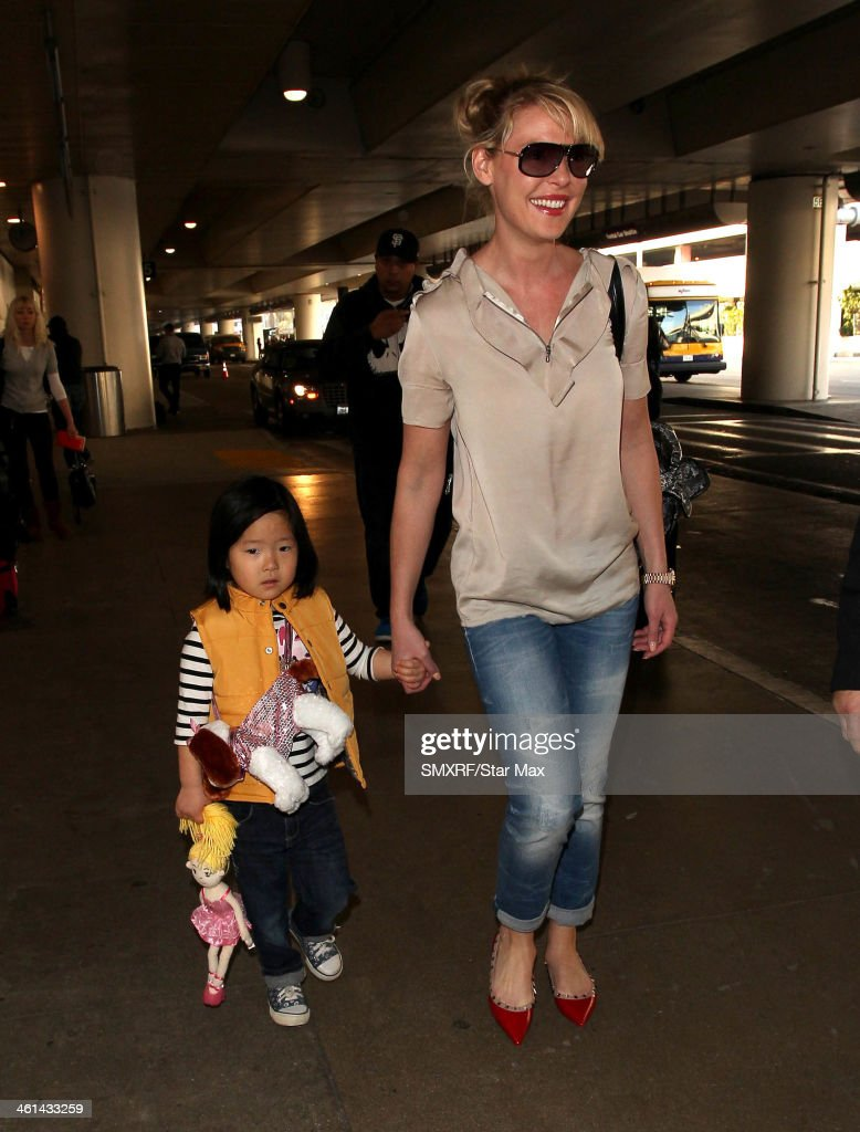 Actress <a gi-track='captionPersonalityLinkClicked' href=/galleries/search?phrase=Katherine+Heigl&family=editorial&specificpeople=206952 ng-click='$event.stopPropagation()'>Katherine Heigl</a> (R) and her daughter Nancy Leigh Kelley is seen on January 8, 2014 in Los Angeles, California.