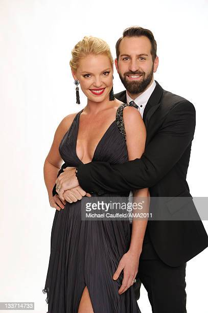 Actress Katherine Heigl and musician Josh Kelley pose for a portrait at the 2011 American Music Awards held at Nokia Theatre LA LIVE on November 20...