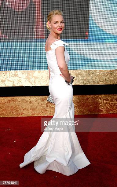 Actress Katherine Heigl arrives at the 59th Annual Primetime Emmy Awards at the Shrine Auditorium on September 16 2007 in Los Angeles California