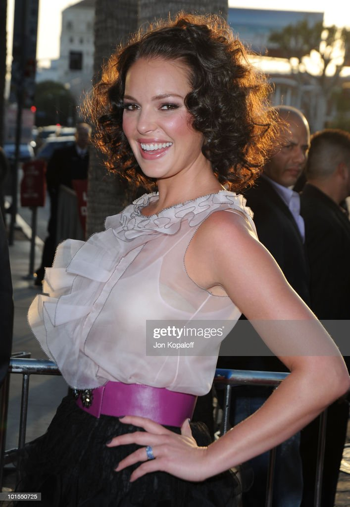 Actress Katherine Heigl arrives at the Los Angeles Premiere 'Killers' at the ArcLight Cinemas Cinerama Dome on June 1, 2010 in Hollywood, California.