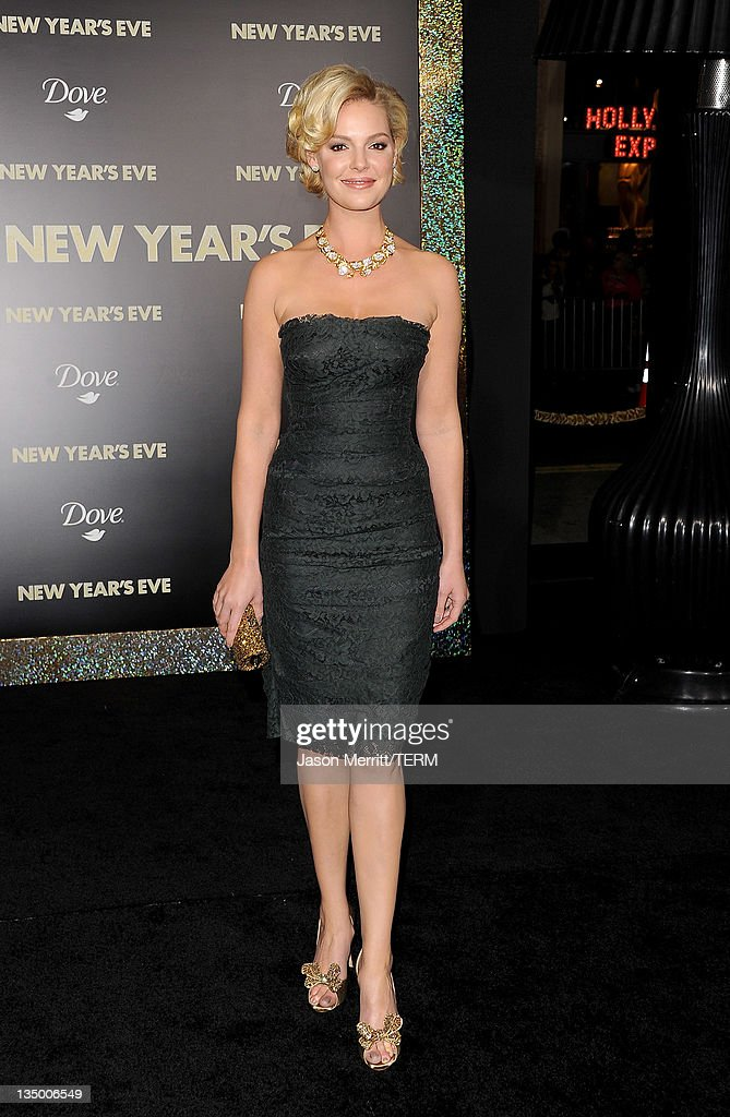 Actress <a gi-track='captionPersonalityLinkClicked' href=/galleries/search?phrase=Katherine+Heigl&family=editorial&specificpeople=206952 ng-click='$event.stopPropagation()'>Katherine Heigl</a> arrives at the premiere of Warner Bros. Pictures' 'New Year's Eve' at Grauman's Chinese Theatre on December 5, 2011 in Hollywood, California.