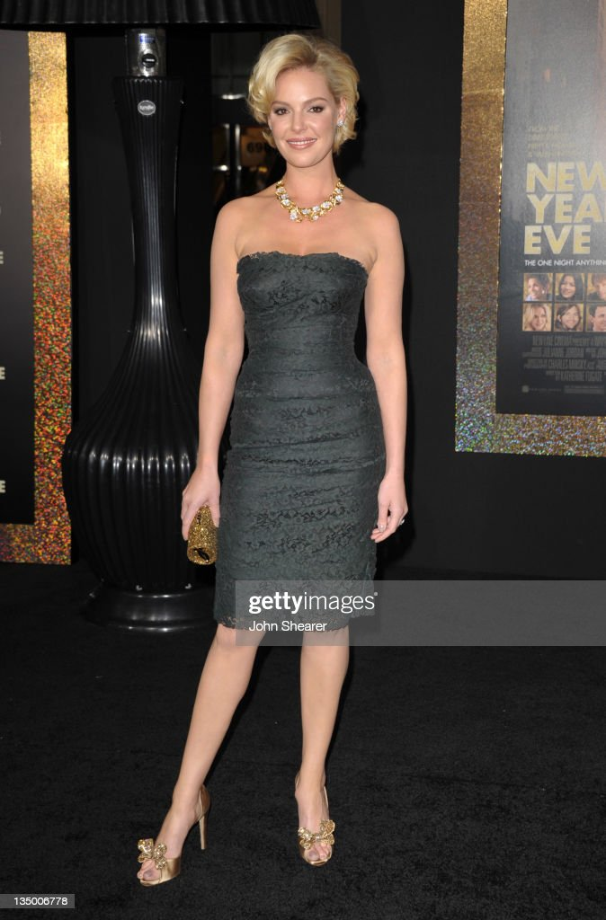 Actress <a gi-track='captionPersonalityLinkClicked' href=/galleries/search?phrase=Katherine+Heigl&family=editorial&specificpeople=206952 ng-click='$event.stopPropagation()'>Katherine Heigl</a> arrives to the Premiere Of Warner Bros. Pictures' 'New Year's Eve' at Grauman's Chinese Theatre on December 5, 2011 in Hollywood, California.