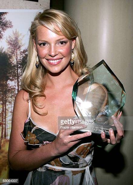 Actress Katherine Heigl who was honored by the National Coalition on Donation where she received the Dr James S Wolf Courage Award poses at the...