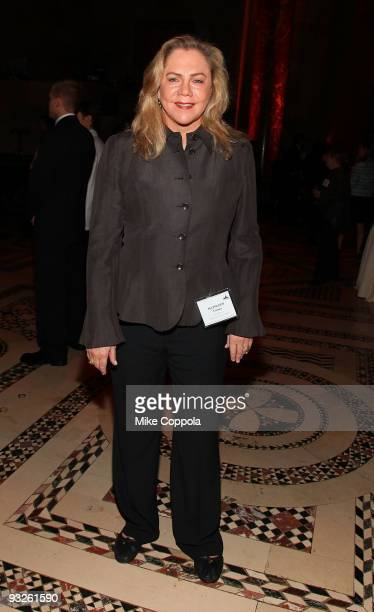 Actress Kathleen Turner attends the CitymealsonWheels 23rd annual 'Power Lunch for Women' at Cipriani 42nd Street on November 20 2009 in New York City