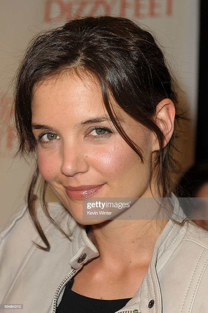 Actress <a gi-track='captionPersonalityLinkClicked' href=/galleries/search?phrase=Katie+Holmes&family=editorial&specificpeople=201598 ng-click='$event.stopPropagation()'>Katie Holmes</a> arrives at the Dizzy Feet Foundation's Inaugural Celebration of Dance at The Kodak Theater on November 29, 2009 in Hollywood, California.