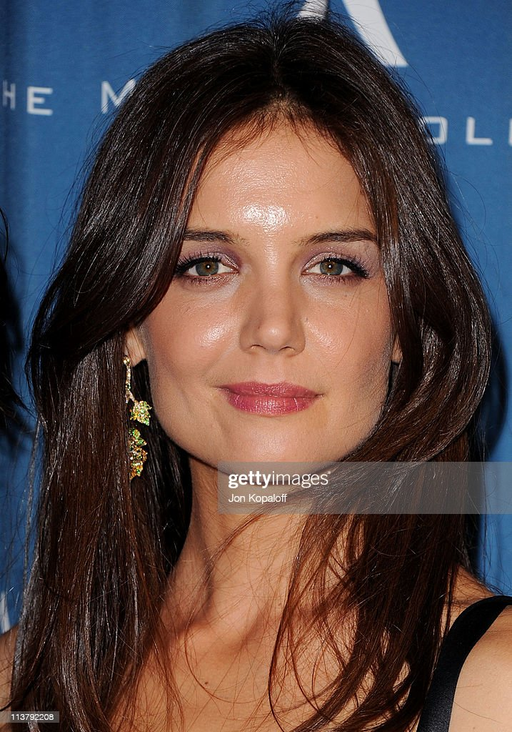 Actress <a gi-track='captionPersonalityLinkClicked' href=/galleries/search?phrase=Katie+Holmes&family=editorial&specificpeople=201598 ng-click='$event.stopPropagation()'>Katie Holmes</a> arrives at the Simon Wiesenthal Center Annual National Tribute Dinner Honoring Tom Cruise at the Beverly Wilshire Four Seasons Hotel on May 5, 2011 in Beverly Hills, California.