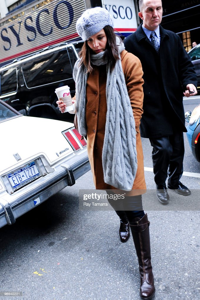Actress <a gi-track='captionPersonalityLinkClicked' href=/galleries/search?phrase=Katie+Holmes&family=editorial&specificpeople=201598 ng-click='$event.stopPropagation()'>Katie Holmes</a> enters a Midtown Manhattan office building on February 09, 2010 in New York City.