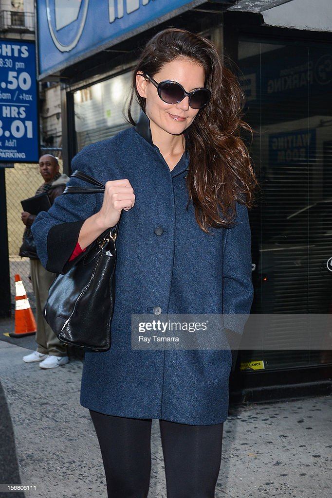 Actress <a gi-track='captionPersonalityLinkClicked' href=/galleries/search?phrase=Katie+Holmes&family=editorial&specificpeople=201598 ng-click='$event.stopPropagation()'>Katie Holmes</a> enters the 'Dead Accounts' play at the Music Box Theater on November 21, 2012 in New York City.