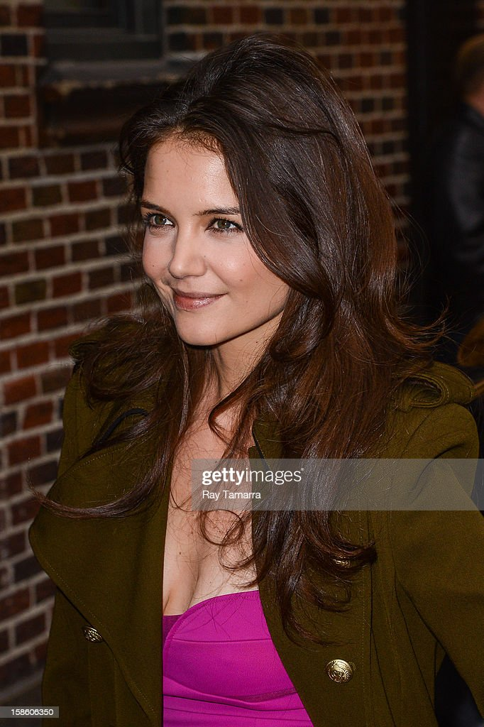 Actress Katie Holmes enters the 'Late Show With David Letterman' taping at the Ed Sullivan Theater on December 20, 2012 in New York City.
