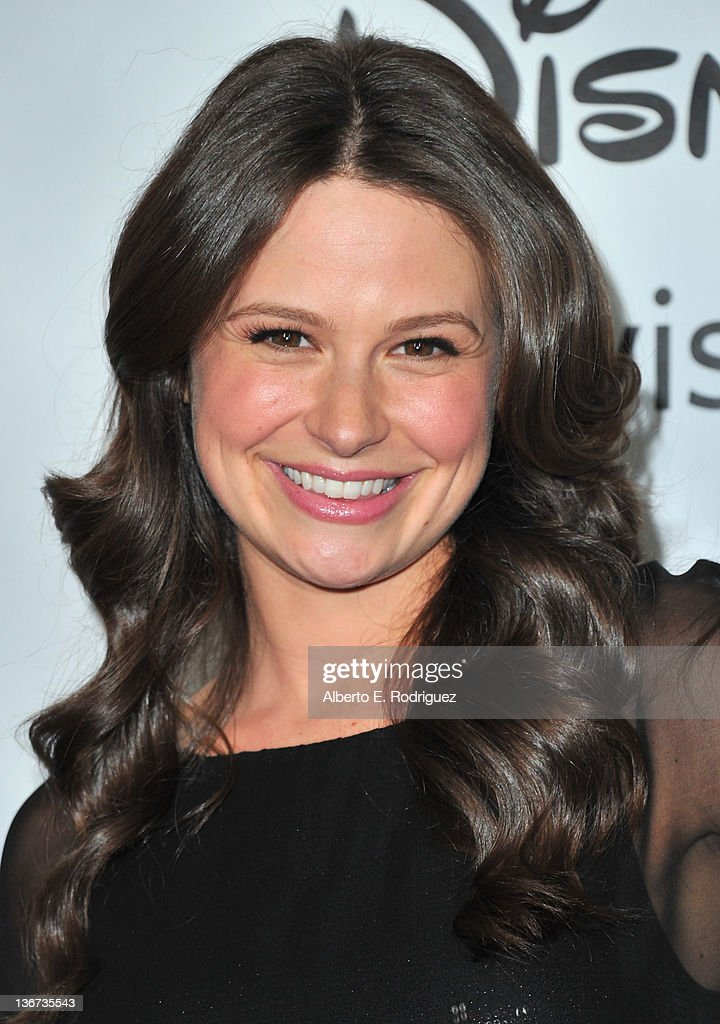 Actress Katie Lowes arrives to the Disney ABC Television Group's 'TCA Winter Press Tour' on January 10, 2012 in Pasadena, California.