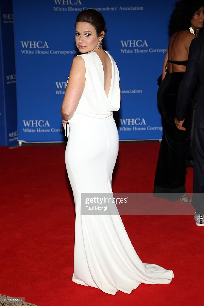 Actress <a gi-track='captionPersonalityLinkClicked' href=/galleries/search?phrase=Katie+Lowes&family=editorial&specificpeople=5527804 ng-click='$event.stopPropagation()'>Katie Lowes</a> attends the 102nd White House Correspondents' Association Dinner on April 30, 2016 in Washington, DC.