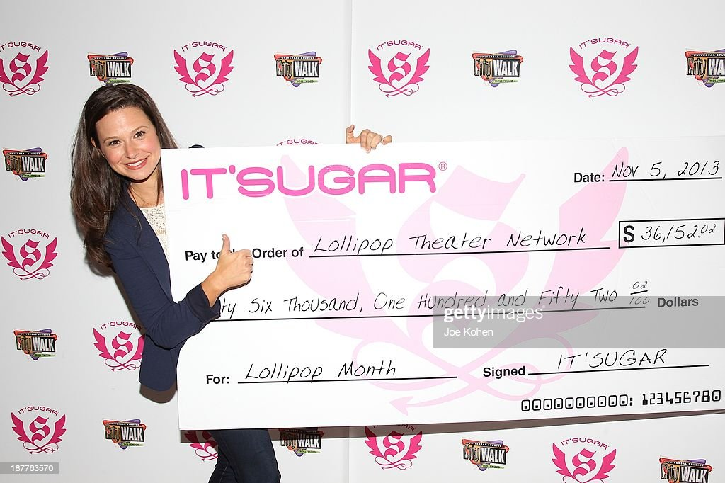 Actress <a gi-track='captionPersonalityLinkClicked' href=/galleries/search?phrase=Katie+Lowes&family=editorial&specificpeople=5527804 ng-click='$event.stopPropagation()'>Katie Lowes</a> presents IT'SUGAR check to Lollipop Theater network at IT'SUGAR Universal CityWalk at Universal CityWalk on November 11, 2013 in Universal City, California.