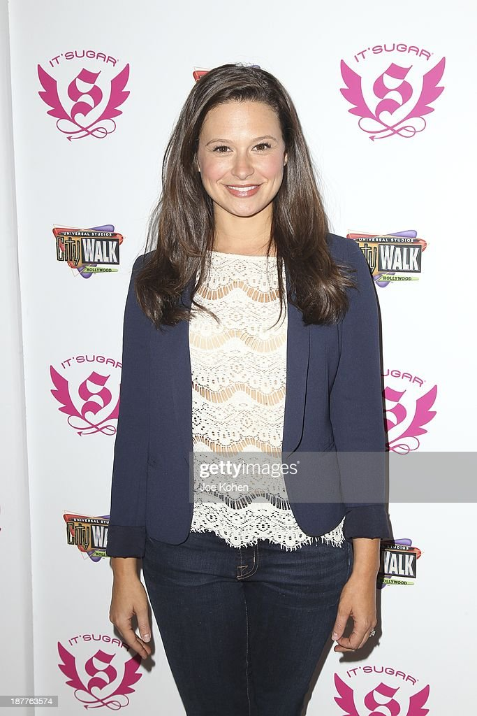 Actress Katie Lowes presents IT'SUGAR check to Lollipop Theater network at IT'SUGAR Universal CityWalk at Universal CityWalk on November 11, 2013 in Universal City, California.