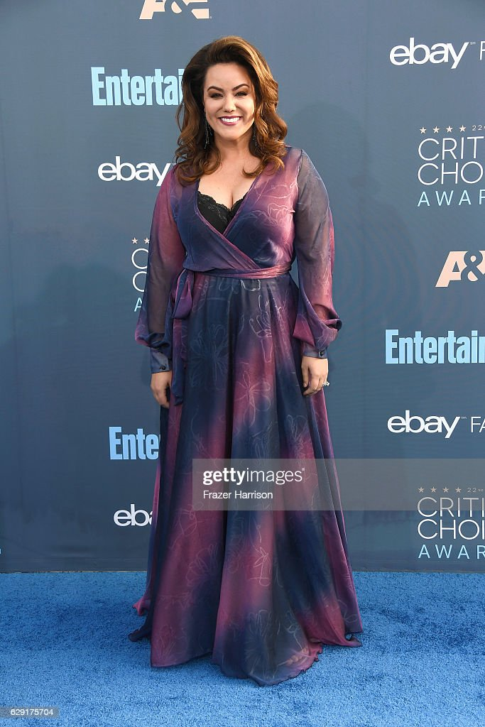actress-katy-mixon-attends-the-22nd-annual-critics-choice-awards-at-picture-id629175704