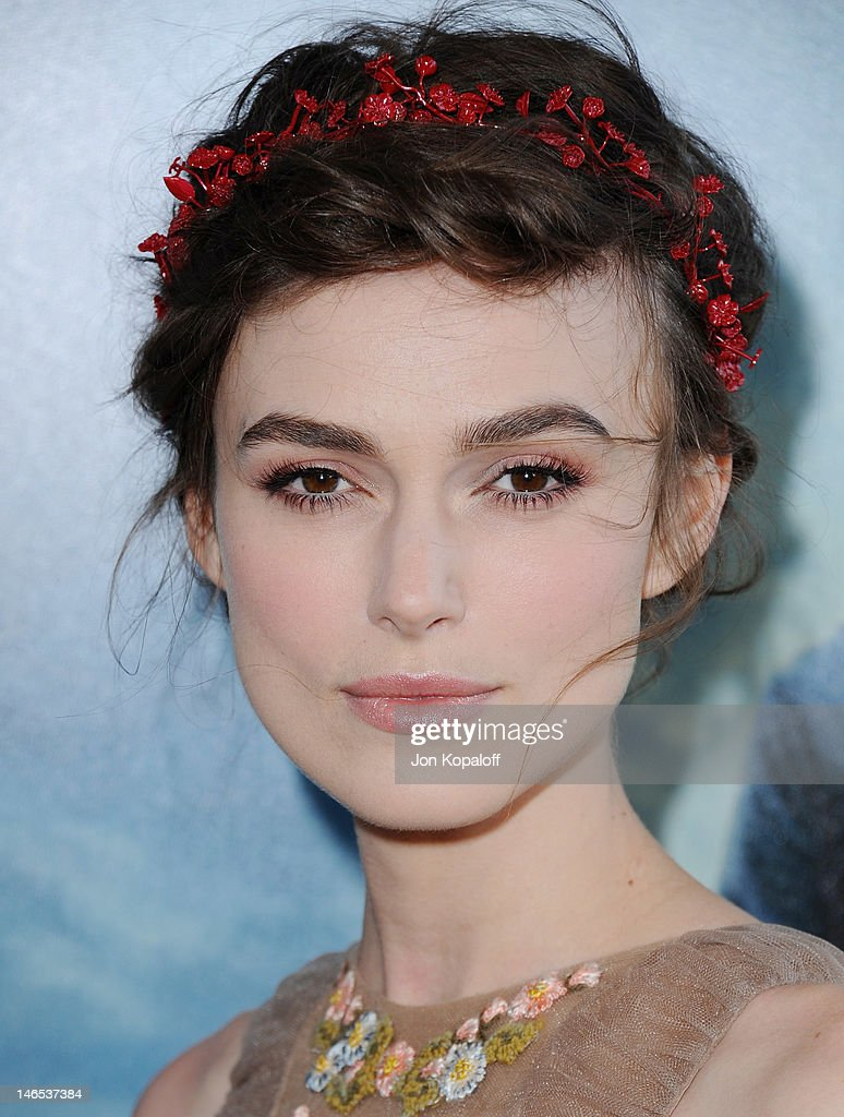Actress <a gi-track='captionPersonalityLinkClicked' href=/galleries/search?phrase=Keira+Knightley&family=editorial&specificpeople=202053 ng-click='$event.stopPropagation()'>Keira Knightley</a> arrives at the 2012 Los Angeles Film Festival - 'Seeking A Friend For The End Of The World' at Regal Cinemas L.A. Live on June 18, 2012 in Los Angeles, California.