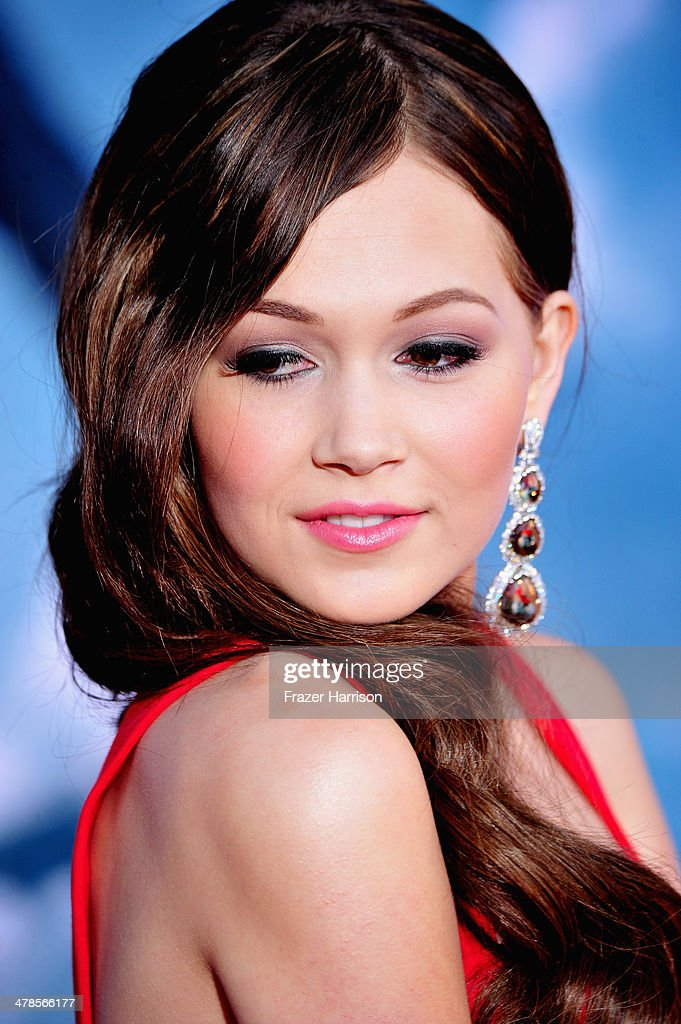 Actress <a gi-track='captionPersonalityLinkClicked' href=/galleries/search?phrase=Kelli+Berglund&family=editorial&specificpeople=8564069 ng-click='$event.stopPropagation()'>Kelli Berglund</a> arrives at the premiere Of Marvel's 'Captain America:The Winter Soldier at the El Capitan Theatre on March 13, 2014 in Hollywood, California.