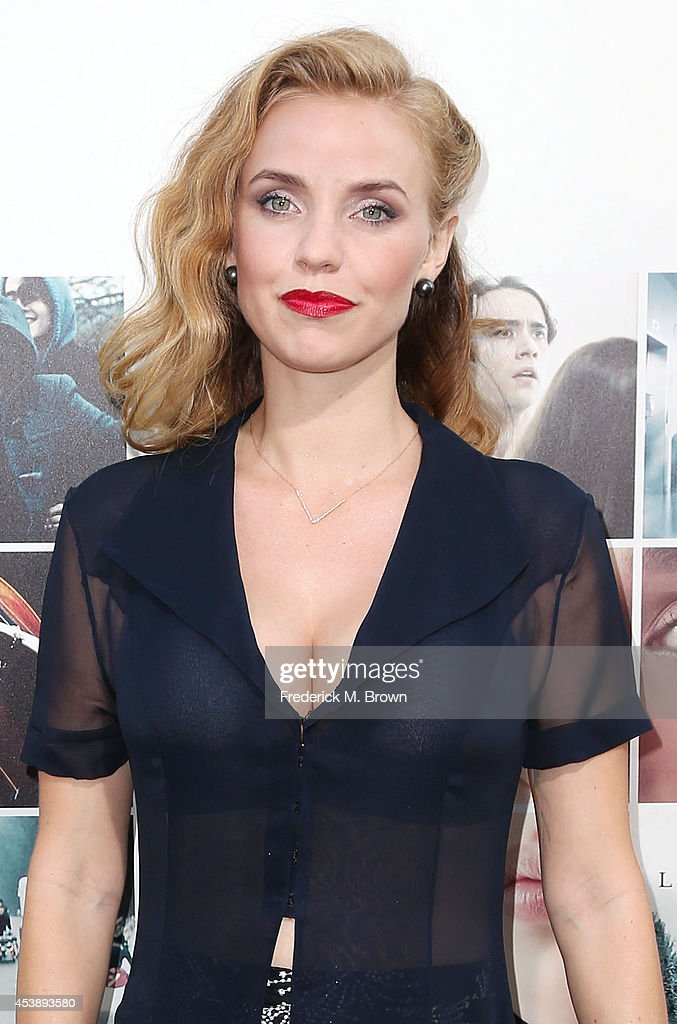 Actress Kelli Garner attends the Premiere of New Line Cinema's and Metro-Goldwyn-Mayer Pictures' 'If I Stay' at the TCL Chinese Theatre on August 20, 2014 in Hollywood, California.