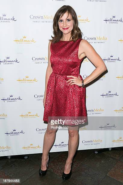 Actress Kellie Martin attends the Hallmark Channel's Annual Holiday Event premiering 'The Christmas Ornament' at La Piazza Restaurant on November 13...