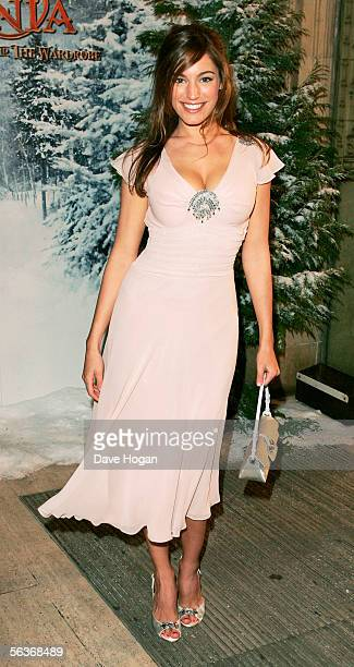 Actress Kelly Brook arrives at the Royal Film Performance and World Premiere of 'The Chronicles Of Narnia' at the Royal Albert Hall on December 7...