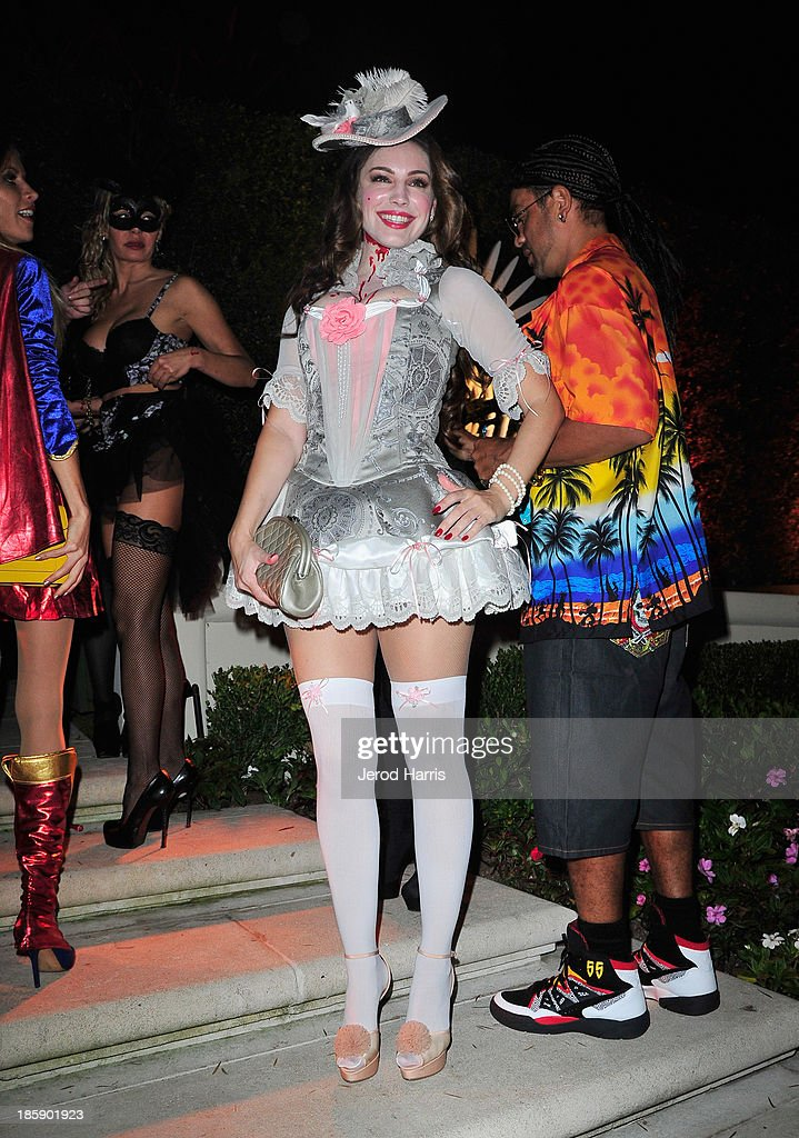 Actress <a gi-track='captionPersonalityLinkClicked' href=/galleries/search?phrase=Kelly+Brook&family=editorial&specificpeople=206582 ng-click='$event.stopPropagation()'>Kelly Brook</a> attends the Casamigos Halloween Party at the home of Mike Meldman on October 25, 2013 in Beverly Hills, California.