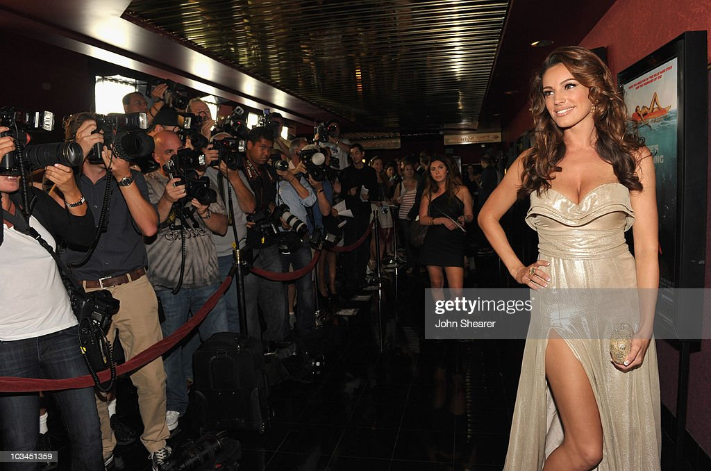 Actress Kelly Brook attends the Weinstein Company 'Piranha 3D' premiere at Mann Chinese 6 on August 18, 2010 in Hollywood, California.