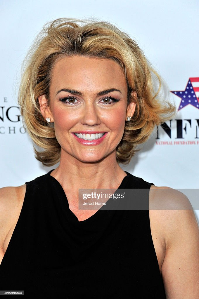 Kelly Carlson Pictures Fbemot