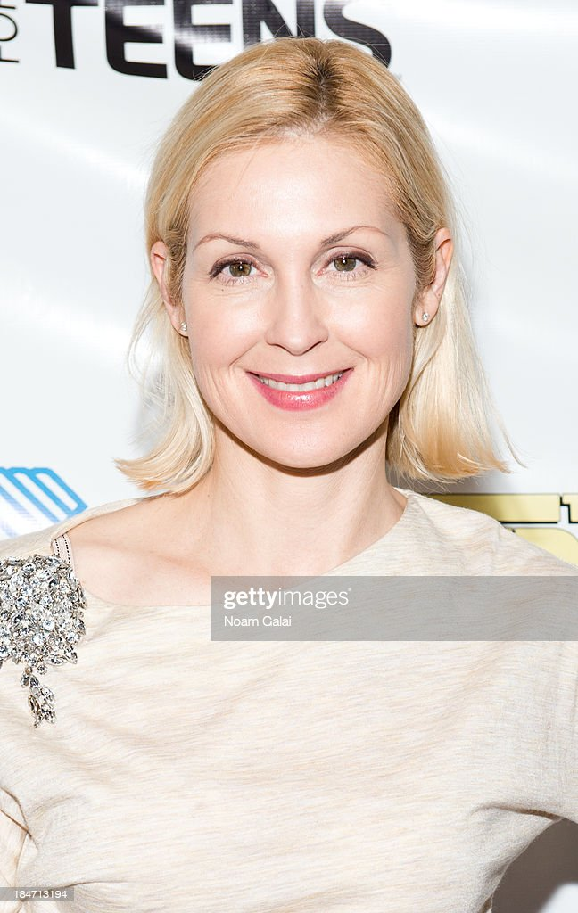 Actress <a gi-track='captionPersonalityLinkClicked' href=/galleries/search?phrase=Kelly+Rutherford&family=editorial&specificpeople=217987 ng-click='$event.stopPropagation()'>Kelly Rutherford</a> attends the Boys & Girls Clubs of America New York screening of 'The Stream' at Regal Union Square Theatre, Stadium 14 on October 15, 2013 in New York City.