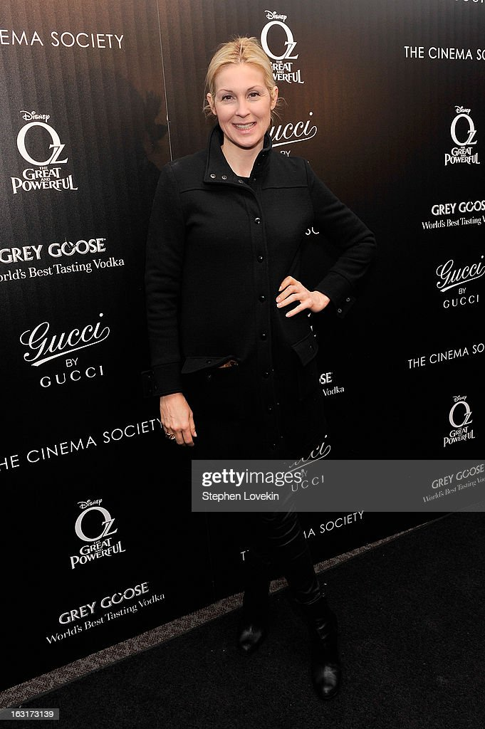 Actress Kelly Rutherford attends the Gucci and The Cinema Society screening of 'Oz the Great and Powerful' at the DGA Theater on March 5, 2013 in New York City.