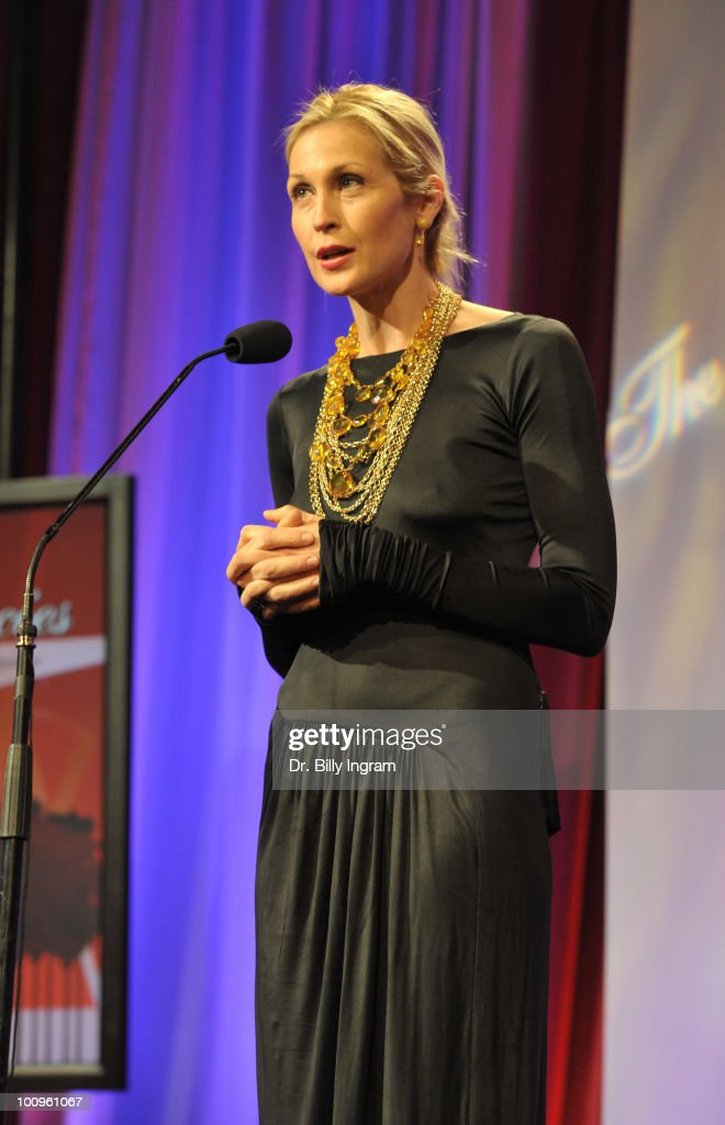 Actress Kelly Rutherford speaks at the 35th Annual Gracie Awards Gala at The Beverly Hilton hotel on May 25, 2010 in Beverly Hills, California.
