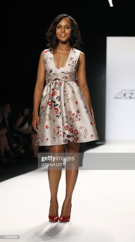 Actress Kerry Washington appears on the runway at the Project Runway fashion show at the Mercedes-Benz Fashion Week Spring 2014 collections on September 6, 2013 in New York. AFP PHOTO/Joshua Lott