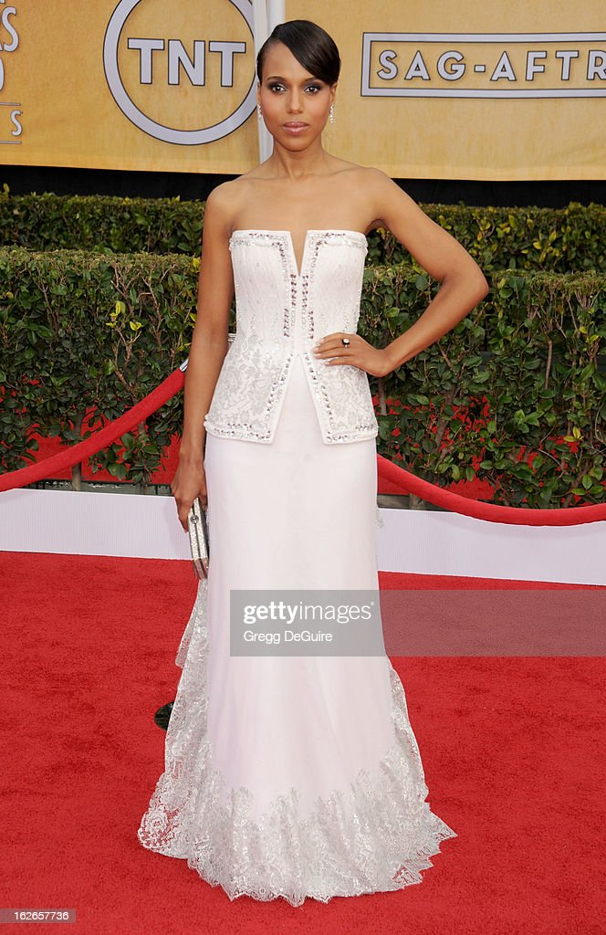 Actress <a gi-track='captionPersonalityLinkClicked' href=/galleries/search?phrase=Kerry+Washington&family=editorial&specificpeople=201534 ng-click='$event.stopPropagation()'>Kerry Washington</a> arrives at the 19th Annual Screen Actors Guild Awards at The Shrine Auditorium on January 27, 2013 in Los Angeles, California.