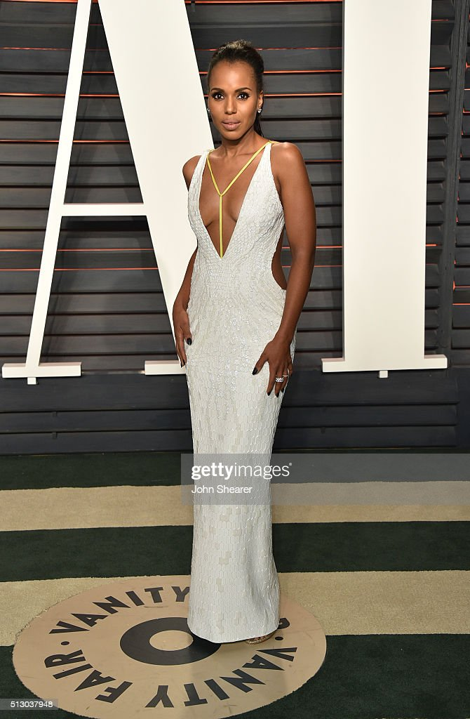 Actress Kerry Washington arrives at the 2016 Vanity Fair Oscar Party Hosted By Graydon Carter at Wallis Annenberg Center for the Performing Arts on...