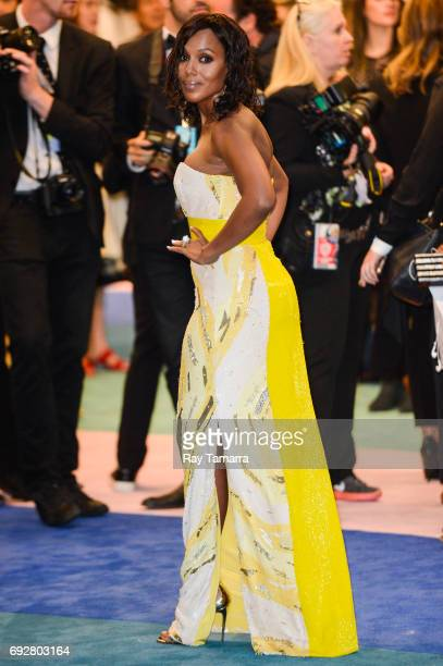 Actress Kerry Washington enters the CFDA Fashion Awards at Hammerstein Ballroom on June 5 2017 in New York City