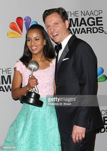 Actress Kerry Washington winner of Outstanding Actress in a Drama Series for 'Scandal' and actor Tony Goldwyn pose in the press room during the 44th...