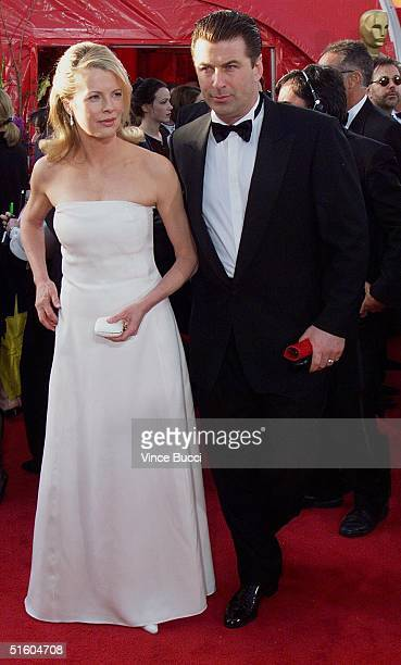 Actress Kim Basinger arrives with her husband actor Alec Baldwin at the 71st Annual Academy Awards in Los Angeles CA 21 March 1999 AFP PHOTO Vince...