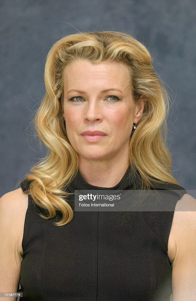 Actress Kim Basinger talks at the Beverly Hills Hotel on September 25, 2006 in Los Angeles, California. Show more - actress-kim-basinger-talks-at-the-beverly-hills-hotel-on-september-25-picture-id72187778