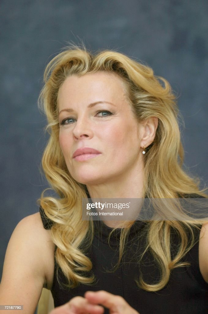 Actress Kim Basinger talks at the Beverly Hills Hotel on September 25, 2006 in Los Angeles, California. Show more - actress-kim-basinger-talks-at-the-beverly-hills-hotel-on-september-25-picture-id72187790