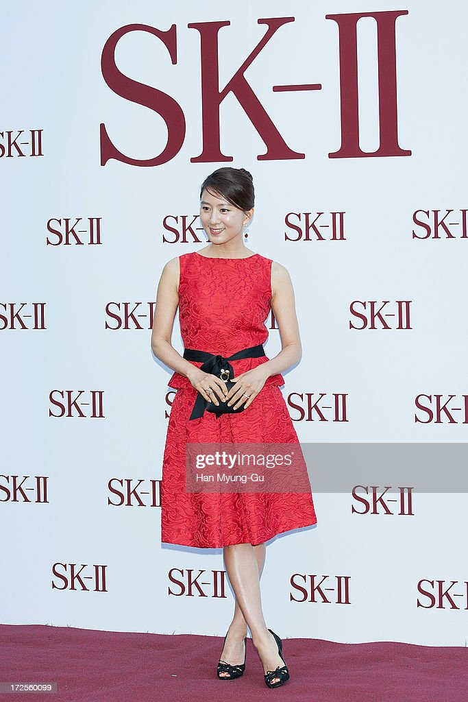 Actress <a gi-track='captionPersonalityLinkClicked' href=/galleries/search?phrase=Kim+Hee-Ae&family=editorial&specificpeople=4388537 ng-click='$event.stopPropagation()'>Kim Hee-Ae</a> poses for the photogrpahs during the SK-II Honoring The Spirit Of Discovery event at the Raum on July 3, 2013 in Seoul, South Korea.