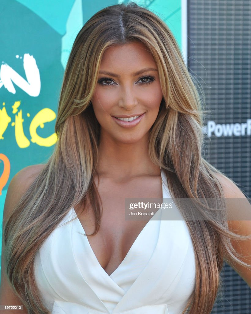 Actress Kim Kardashian arrives at the Teen Choice Awards 2009 held at the Gibson Amphitheatre on August 9, 2009 in Universal City, California.