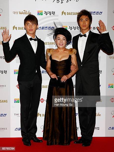Actress Kim SuMi and member of Dongbangshinki pose on the red carpet of the 29th Blue Dragon Film Awards at KBS Hall on November 20 2008 in Seoul...
