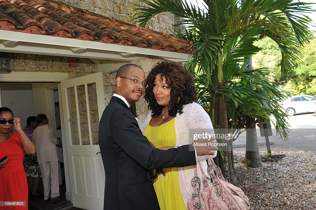 Actress Kim Whitfield greets Oscar Joyner at Alem Gola and Oscar Joyner Wedding Ceremony on October 9, 2010 in Miami, Florida.