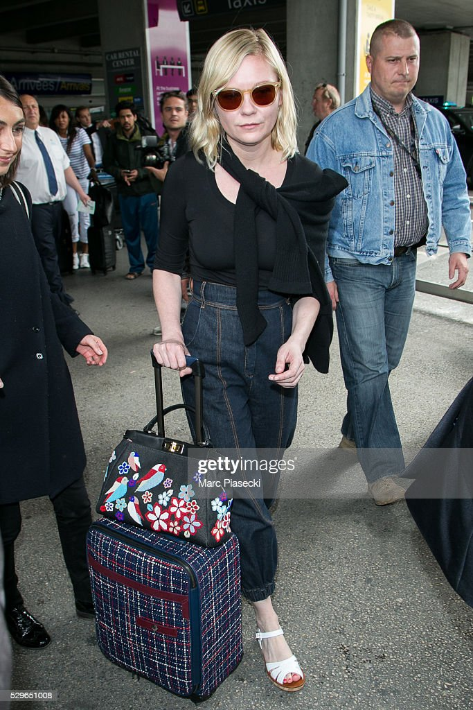 actress-kirsten-dunst-arrives-at-nice-airport-during-the-annual-69th-picture-id529651008