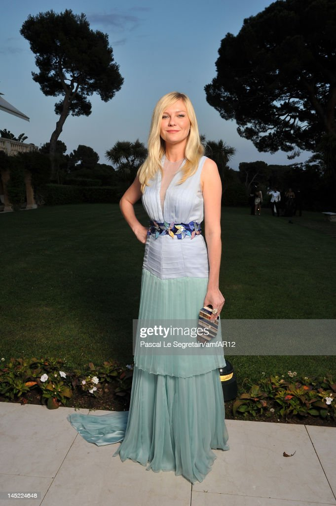 Actress <a gi-track='captionPersonalityLinkClicked' href=/galleries/search?phrase=Kirsten+Dunst&family=editorial&specificpeople=171590 ng-click='$event.stopPropagation()'>Kirsten Dunst</a> arrives at the 2012 amfAR's Cinema Against AIDS during the 65th Annual Cannes Film Festival at Hotel Du Cap on May 24, 2012 in Cap D'Antibes, France.