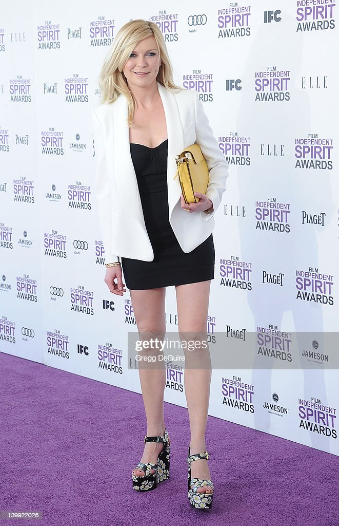 Actress <a gi-track='captionPersonalityLinkClicked' href=/galleries/search?phrase=Kirsten+Dunst&family=editorial&specificpeople=171590 ng-click='$event.stopPropagation()'>Kirsten Dunst</a> arrives at the 2012 Film Independent Spirit Awards at Santa Monica Pier on February 25, 2012 in Santa Monica, California.