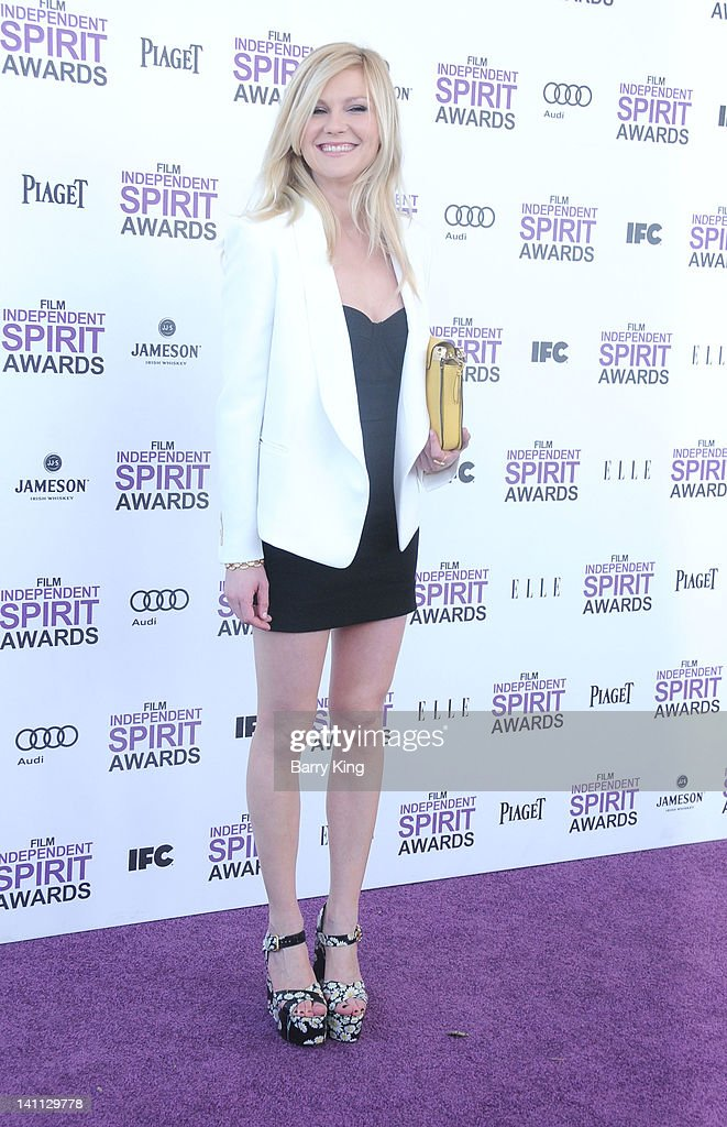 Actress Kirsten Dunst arrives at the 2012 Film Independent Spirit Awards at Santa Monica Pier on February 25, 2012 in Santa Monica, California.