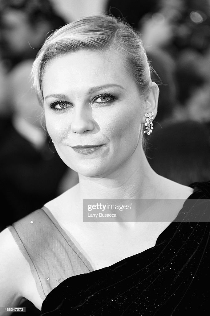 Actress <a gi-track='captionPersonalityLinkClicked' href=/galleries/search?phrase=Kirsten+Dunst&family=editorial&specificpeople=171590 ng-click='$event.stopPropagation()'>Kirsten Dunst</a> attends the 'Charles James: Beyond Fashion' Costume Institute Gala at the Metropolitan Museum of Art on May 5, 2014 in New York City.