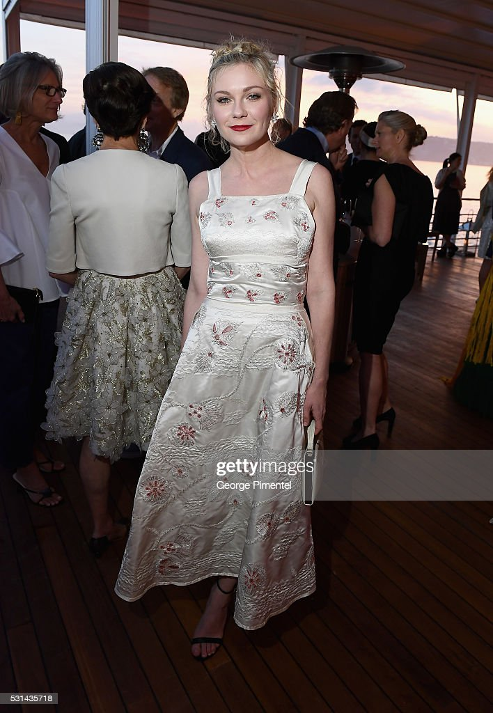 Actress Kirsten Dunst attends Vanity Fair and HBO Dinner Celebrating the Cannes Film Festival at Hotel du CapEdenRoc on May 14 2016 in Cap d'Antibes...